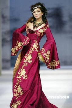 `.Spring/Summer designs of fashion designer Luo Zheng, who boldly applied the essence of Chinese operas in his design, interpreting Chinese classical opera culture, at the China International Fashion Week held in Beijing.