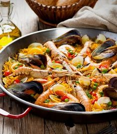 Paella, Ethnic Recipes, Food, Grated Cheese, Sour Cream Mashed Potatoes, Noodle, Cook, Ethnic Food, Essen