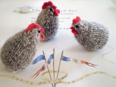 Claire Garland: knitting patterns, dolls and inspiration: FREE PATTERN: 3 french hens. Knitting Patterns Free, Free Knitting, Free Pattern, Crochet Patterns, Knitting Toys, Bird Patterns, Knitting Ideas, Knitting Needles, Embroidery Patterns