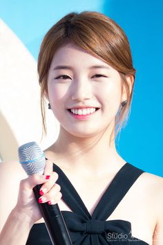 Shared by Find images and videos about cute, kpop and korean on We Heart It - the app to get lost in what you love. Cute Korean Girl, Korean Girl Groups, Korean Beauty, Asian Beauty, Miss A Suzy, Military Women, Korean Star, Bae Suzy, Pretty People