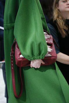 Valentino, Automne/Hiver 2018, Paris, Womenswear Valentino, Paris, Sweatshirts, Sweaters, Fashion, Fall Winter, Fashion Styles, Moda, Montmartre Paris