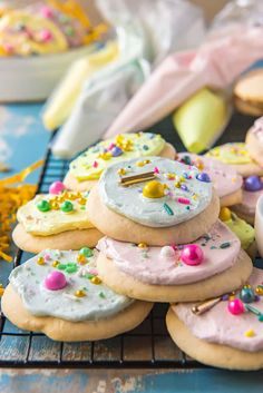 Lofthouse-Style Soft Sugar Cookies with Frosting (The Crumby Cupcake) Soft Frosted Sugar Cookies, Soft Sugar Cookie Recipe, Sugar Cookie Frosting, Delicious Cookie Recipes, Baking Recipes, Crazy Cookies, Christmas Baking, Christmas Recipes, Christmas Cookies