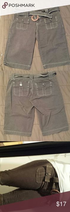 Shorts Knee length cargo short with 4 pockets and a belt that can be removed lei Shorts Cargos