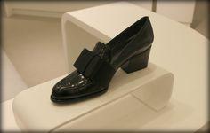 "Stuart Weitzman. ""Smoking"" Oxford shoe. #fashion #shoes"