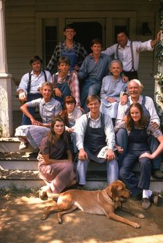 The Waltons is an American television series created by Earl Hamner, Jr., based on his book Spencer's Mountain, and a 1963 film of the same name. The show is centered on a family in a rural Virginia community during the Great Depression and World War II. Photo Vintage, Vintage Tv, Sweet Sixteen, The Waltons Tv Show, Tv Sendungen, John Boy, Cinema, Christopher Eccleston, Old Shows