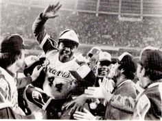 1974 - Hank Aaron of the Atlanta Braves breaks Babe Ruth's home run record by hitting his 715th career home run.