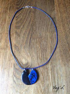 Collier pendentif polymère bleu noir motif fleur cuir par VoyL