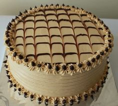 Best 11 at for ksh: 390 a slice. Cake Decorating Piping, Cake Decorating Designs, Cake Decorating Techniques, Buttercream Cake Designs, Cake Icing, Cupcake Cakes, Rodjendanske Torte, Decoration Patisserie, Gourmet Cakes