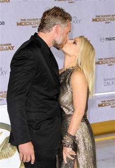 """Jessica Simpson and Eric Johnson shared a super-passionate lip lock at the premiere of """"The Hunger Games: Mockingjay: Part in€ Los Angeles on Nov. Eric Johnson, Wonderwall, Ben Affleck, Mockingjay, Jennifer Garner, Her Music, Hunger Games, New Baby Products, Sequin Skirt"""
