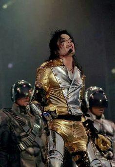 History Tour ;) You give me butterflies inside Michael... ღ by ⊰@carlamartinsmj⊱