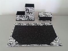 O Kit escritório acompanha:    - porta cartão de visita  - porta lápis / clips  - risque e rabisque para folha A4    Produto feito de cartonagem e forrado com tecido.  Tecidos sob consulta.