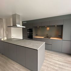 Küchen Design, House Design, Cocina Office, Gray Island, Kitchen Island, Kitchen Cabinets, Hostel, Kitchen Interior, Restoration