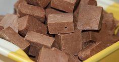 To przepis w spadku po mojej Prababci. Robiła mi tą czekoladę gdy byłam mała. Pamiętam duże kwadraty czekoladki chowane w barku i dawane mi po obiadku. Teraz robię ją dla mojego synka i czasem w duecie z krówkami domowymi do przedszkola, są chwalone nie tylko przez dzieciaki ale i