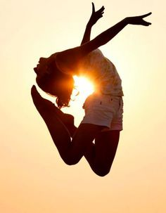 pinning this bc i thought it was a human heart silhouette. Belle Tof, Sup Yoga, Foto Art, Dance Photos, Dance Art, Sun Dance, Yoga Dance, Lets Dance, Dance Photography