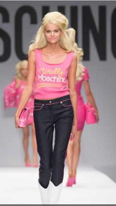48168f56f748f Spring Summer Jeremy Scott looked to Barbie for his inspiration. And  possibly Elle Woods from Legally Blonde. Also adore the hairstyle