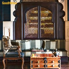 This Diwali, upgrade your  decor and take it a notch above the everyday. We're thinking grandeur befitting a King!