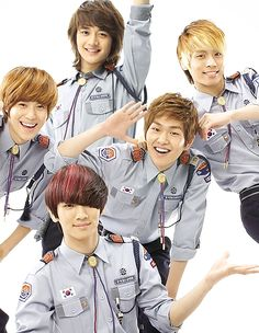 Omg they look like cute little boy scouts! (*⌒3⌒*)