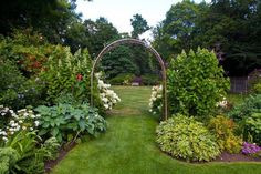 41 Luxurious Large Garden Ideas If you have a large yard you may decide to have an archway that you want people to pass through. What better way to ensure that people use the proper archway than to funnel them with a large garden? Large Backyard Landscaping, Backyard Garden Design, Diy Garden, Garden Cottage, Garden Landscape Design, Garden Trellis, Landscaping Ideas, Backyard Ideas, Acreage Landscaping