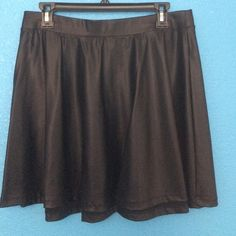F21 leather skater skirt In excellent condition and fits so comfortably. Goes with so many different outfits, but I have to give away as it is too big now. Size XL/1X Forever 21 Skirts Circle & Skater