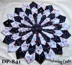 One Patriotic Center Piece Dresden Plate Quilt Block 16 - in Crafts, Sewing & Fabric, Quilting Dresden Plate Patterns, Quilt Block Patterns, Quilt Blocks, Dresden Quilt, Quilting Projects, Quilting Designs, Patriotic Quilts, Quilted Table Runners, Small Quilts
