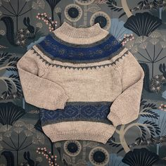 Knit jumper in norwegian pattern handknitted in Austria from gifted knit grannies of super sopft virgin merino wool. Its easy to put on because of the back closure. The buttons are made of olive wood. Jumper, Men Sweater, Natural Clothing, Body Heat, Put On, Austria, Merino Wool, Hand Knitting, Knits