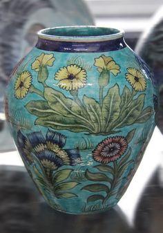 Vase - William De Morgan was of French Huguenot extraction Art And Craft Design, Art Deco Design, Design Crafts, Ceramic Bowls, Ceramic Pottery, Pottery Art, Kintsugi, Ikebana, Art Nouveau