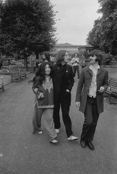 Ringo, John, Yoko and George behind them... (mad day out photo shoot)