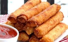 12 pieces of string cheese 12 egg roll wrappers 36 slices of pepperoni Oil for deep-frying Marinara or pizza sauce On top of an egg roll w. Ramadan, Egg Roll Ingredients, Pepperoni Sticks, Pepperoni Recipes, Chicken Spring Rolls, Best Appetizers, Appetizer Recipes, Egg Rolls, Light Recipes