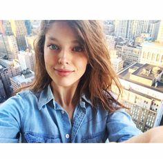 Le selfie d'Emily DiDonato http://www.vogue.fr/mode/mannequins/diaporama/la-semaine-des-tops-sur-instagram-mars-2015/19653/carrousel#le-selfie-demily-didonato
