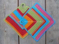 Een hele eenvoudige, maar leuke kleurrijke pannenlap.  Ik heb deze al eerder gemaakt n.a.v. dit patroon .  Nu dus in het Nederlands:    ...