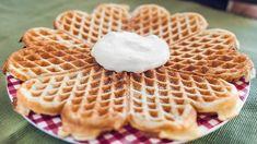 Vaniljevafler med kesam – husk syre i vaflene Vanilla, Sweets, Baking, Simple, Breakfast, Desserts, Recipes, Is, Food Ideas