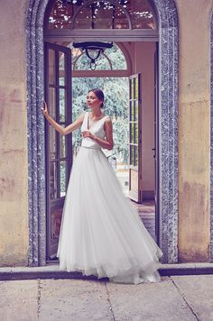 Wedding dress with tulle skirt and V-neck by Giuseppe Papini