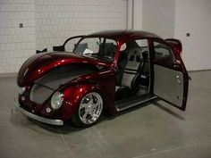Volkswagen New Beetle is a compact car introduced by Volkswagen in The exterior design of this car is taken from the original Beetle. Volkswagen New Beetle, Auto Volkswagen, Beetle Car, Vw Bugs, Jeep Carros, German Look, Combi Wv, Vw Mk1, Hot Vw