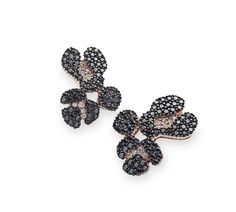 Ancient America earrings in 18K rosé gold with black and white diamonds