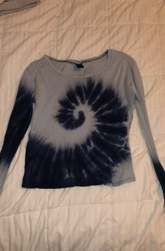 Super cute and comfy women's size medium tye dye long sleeve. Originally from zumies. Cool Outfits, Summer Outfits, Look Cool, Vogue, Aesthetic Clothes, Diy Clothes, Style Me, Street Style, Style Inspiration