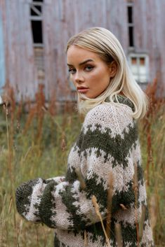 Woolchuck's fuzzy finds - Page 39 Photography Poses, Mittens, Knit Crochet, Wool, Knitting, Sweaters, Instagram, Style, Women's Fashion