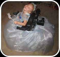 I am repinning this for anyone with a child in a wheelchair. Halloween is coming quick! Here are even more adorable wheelchair costume ideas!