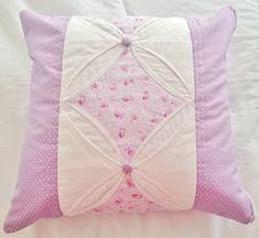 Como fazer capa de almofada forrada de patchwork.