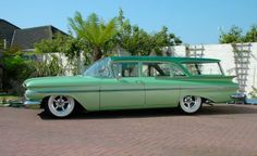 I love vintage cars!