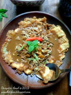 Indonesian Cuisine, Indonesian Recipes, Tofu Omelette, My Favorite Food, Favorite Recipes, Malaysian Food, Egg Dish, Simply Recipes, Surabaya