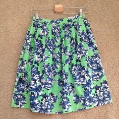 J. Crew A-line/Midi Skirt in Photo Floral - Size 0 J. Crew A-line/Midi Skirt in Photo Floral - Size 0.  Great floral print. Vibrant colors. Washed and ironed before photo was taken. Perfect condition. Zip closure on hip. Hidden pockets. Smoke free, pet free home. No trades. J. Crew Skirts Midi