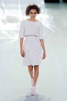 Cara Delevingne - Chanel Haute Couture - Spring/Summer 2014 Couture - paris - Fashion Show Chanel Couture, Style Haute Couture, Fashion Week, Runway Fashion, High Fashion, Fashion Show, Womens Fashion, Fashion 2014, French Fashion