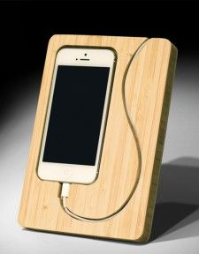 15 creative handmade iPhone and iPad stands- 15 kreative handgefertigte iPhone und iPad Ständer Stand for smartphone with integrated docking station and carved cable routing -