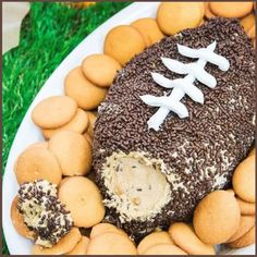 Easy Party Appetizers For a Crowd - 15 Insanely Good Crowd Pleasing Appetizers and Finger Food Ideas Football Party Food Appetizers and Fingerfood ideas for a crowd! This crowd pleasing no cook / no bake football party peanut butter cold Dessert Dips, Cold Desserts, Dessert Recipes, Party Recipes, Game Recipes, Delicious Desserts, Yummy Food, Super Bowl Party, Appetizers For A Crowd