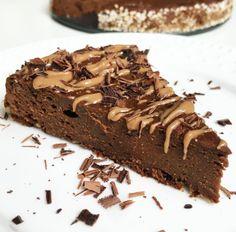 Fitness čokoládové brownies ze sladkých brambor Autor: Barbora Čapková (IG: @barunac) Všichni milovníci čokolády, a čokoládového brownies obzvlášť, POZOR! tohle je nebe vhubě 😍 dokonale vláčné brownies ze sladkých brambor 💛 nic víc čokoládového a přitom tak super zdravého snad už ani nejde upéct 👩🍳 Na těsto potřebujeme: 300g předem uvařených batátů 100g skyr bílého [...] Clean Eating, Sweets, Recipes, Food, Fitness, Diet, Deserts, Chemistry, Eat Healthy