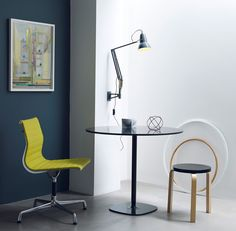 Heritage inspired colours, woven cable and authentic brass details create a new aesthetic for this iconic Anglepoise® design, whilst table, wall and pendant options introduce greater versatility. This wall lamp comes with a high quality articulated wall bracket, allowing maximum flexibility.