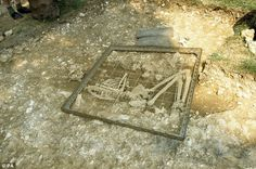 The virtually-complete skeleton dating was found on farmland in the hamlet of Racton, near Chichester, West Sussex. Racton Man's extremely rare dagger reveals his position as a warrior. Skeleton Warrior, Old London, Bronze Age, Priest, Prehistoric, Archaeology, Stone, Mud, Yellow