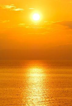 Sluneční záření a jeho využití, solární panely, solární ohřev vody  Nejlepší variantou a zároveň snížení nákladů na ohřev vody jsou solární panely. Tyto solární kolektory jsou vhodné na solární ohřev vody, solární ohřev vody a přitápění, solární ohřev bazénu.