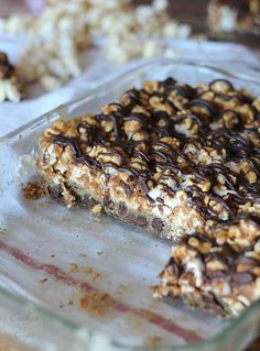 CHocolate Chip and Peanut Butter Popcorn Bars | www.cookiesandcups.com | #popcorn #peanutbutter #chocolatechip