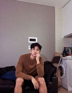 Korean Fashion Trends you can Steal – Designer Fashion Tips Cute Asian Guys, Cute Korean Boys, Asian Boys, Asian Men, Cute Guys, Korean Boys Ulzzang, Ulzzang Boy, Korean Men, Korean Style